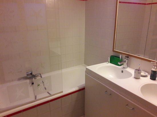 Badkamer Story Hotel : Badkamer voor tweepersoonskamer picture of charm n bruges
