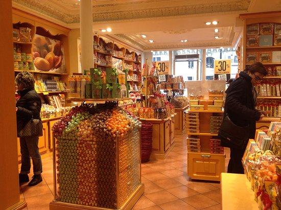 La Cure Gourmande Rivoli: Interior of store
