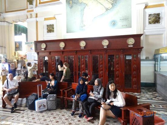 Foto de oficina central de correos ciudad ho chi minh for Oficina central correos madrid