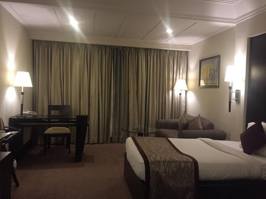 Ramada Plaza JHV Varanasi: Very spacious room