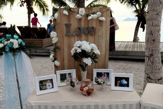 Mataking Island: Decoration of the beach wedding 3