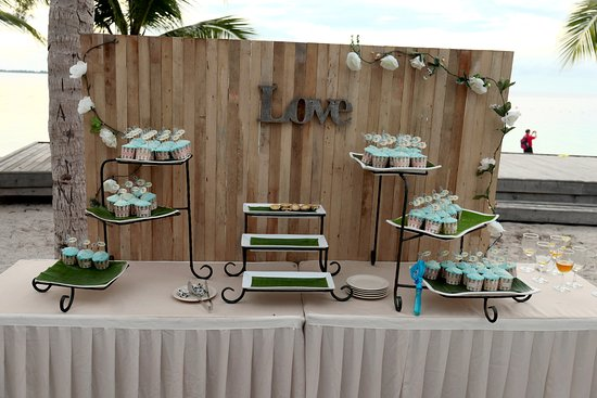 Mataking Island: Decoration of the beach wedding 4