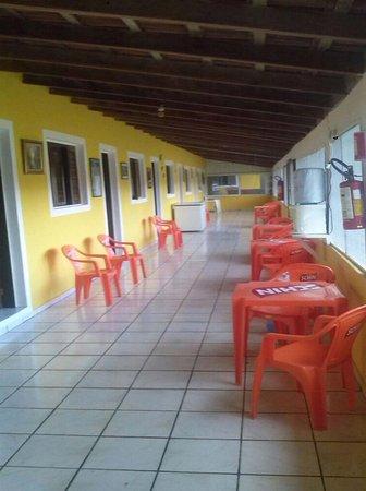 Porto, MS: Área dos apartamentos sendo de varanda e com tela anti mosquitos.