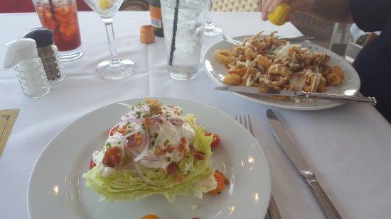 Jensen Beach, Φλόριντα: Wedge Salad & Calamari