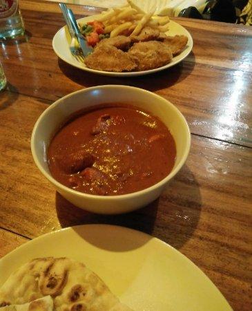 Saphli, Thailand: Chicken Vindaloo, fish and chips, naan bread.