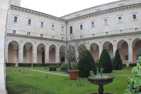 Cortile interno foto di abbazia di montecassino cassino for Interno 7 cassino