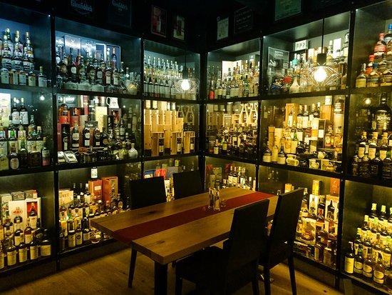Jenbach, Austria: Scotch und Bourbon und unendlich....
