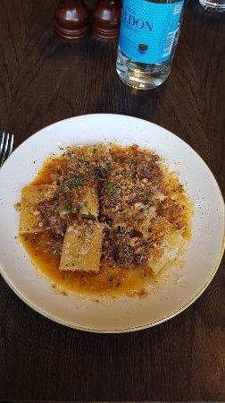 Arthur Hooper's: Paccheri with slow cooked beef ragu (많이 짭짤한 소고기 장조림 베이스의 파케리 파스타