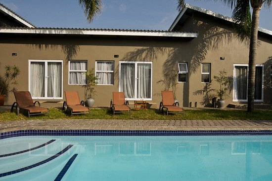 Igwalagwala Guest House: Sparkling swimming pool where guests can relax and cool down.