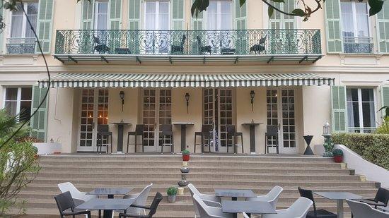 Extérieur - côté jardin - Bild von Hotel Villa Victoria ...