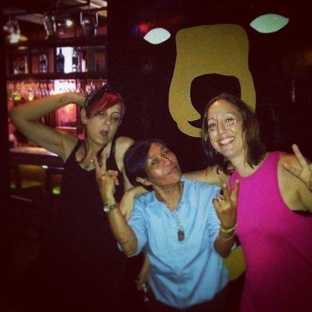family, friends... - obrázok Bear Garden Pub, Kuching ...