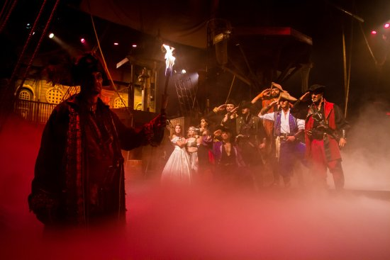 Buena Park, كاليفورنيا: Come join our pirate crew! 