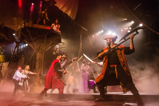Buena Park, كاليفورنيا: Pirate's Dinner Adventure is a non-stop, action-packed adventure! 