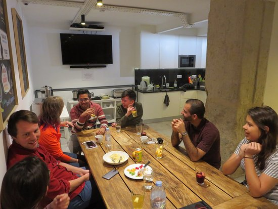 Lost Inn Lisbon Hostel: Le pot propice à la rencontre & l'échange...