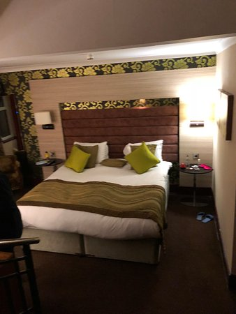 The Cheltenham Chase Hotel - A QHotel: Bedroom in suite