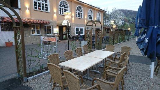 Biergarten an der Fulda des Restaurants Fuldagarten Staufenberg-Spiekershausen.