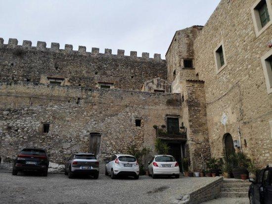 Castello Beccadelli