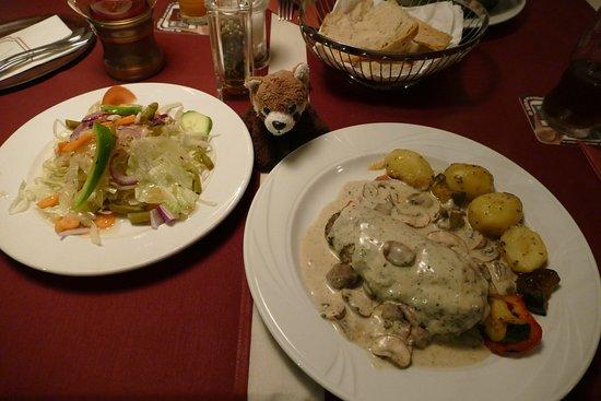 Bad Segeberg, Γερμανία: Filetsteak mit Salat