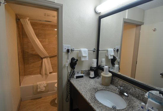 Best Western Asheville Tunnel Road: il bagno