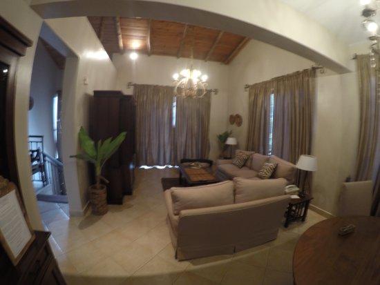 Palacina Residence & Suites: Huge room