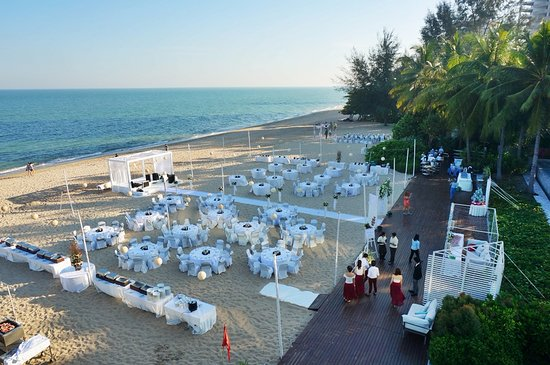 Veranda Resort Hua Hin - Cha Am Mgallery by Sofitel: ตรงชายหาด มีจัดงานแต่งงาน