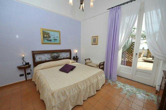 Hotel Villa Annalara: glicine-19-1024x683_large.jpg