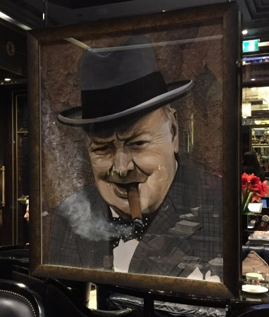 The Wellesley Knightsbridge, a Luxury Collection Hotel, London : Mr Churchill in the Crystal Bar
