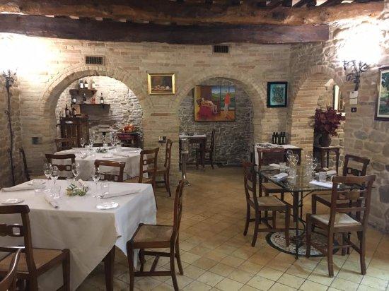 Ortezzano, إيطاليا: Sala pranzo