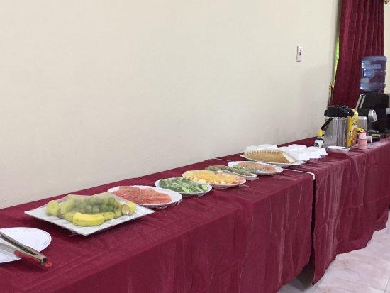 Ibra, Omã: Frühstücksbuffet