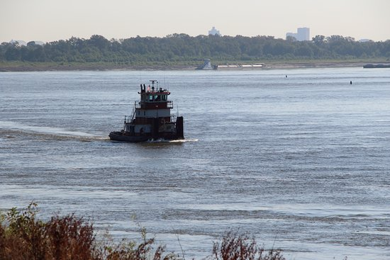 West Memphis, AR: Tugs along the Mississippi River