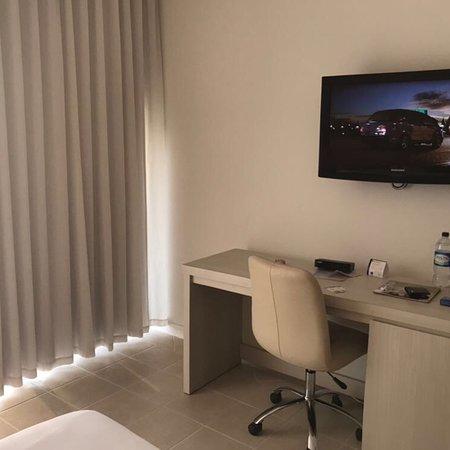 Country International Hotel: Hotel con lo necesario, cómodo y a buen precio.