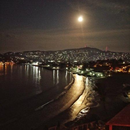 هوتل إيرما: Moon view, from the balcony of our top floor room