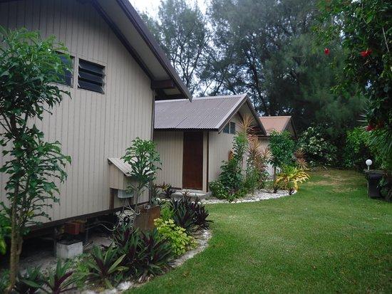 Austral Islands, Polynésie française : Les 3 bungalows côté plage