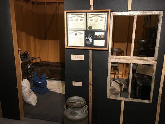 Bowman, ND: Tar paper house exhibit.