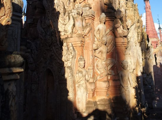 Kakku Pagodas : many pagodas have statuettes, look carefully, many are beautiful