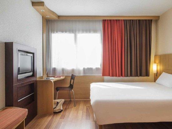 ibis cholet hotel france voir les tarifs 246 avis et 22 photos. Black Bedroom Furniture Sets. Home Design Ideas