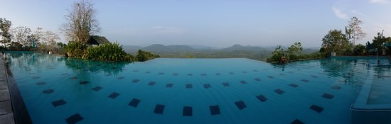 Horana, Sri Lanka: The view from the pool