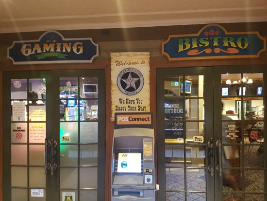 Westmeadows, Australia: Where do you want to enter? Bistro or Gaming?