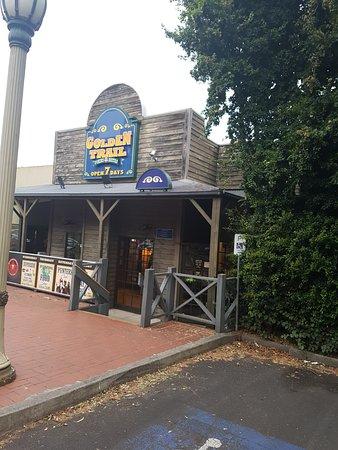 Westmeadows, Australia: The cute looking tavern
