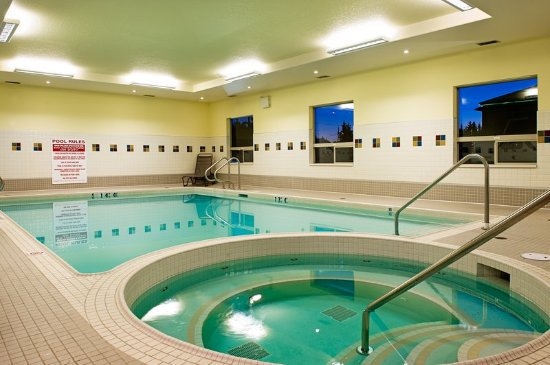 Holiday Inn Hotel Suites Lloydminster Pool