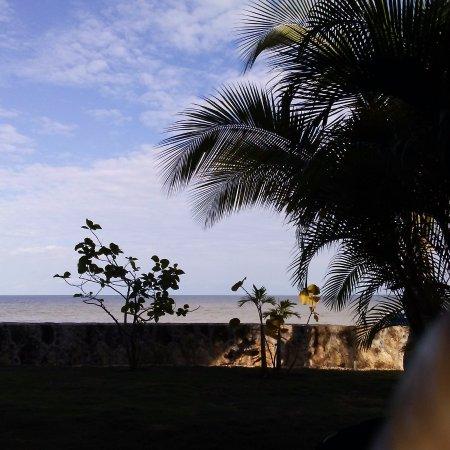 Almond Tree Hotel Resort: View of Cirozal Bay
