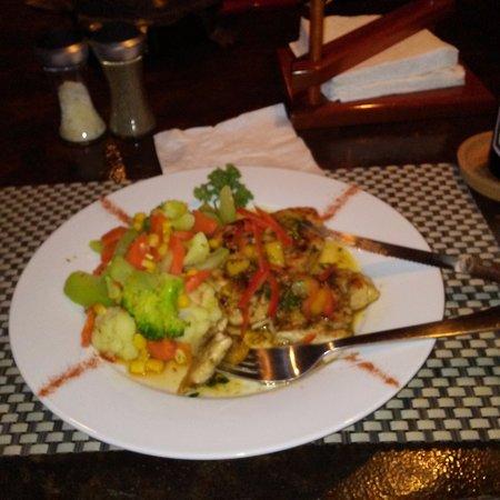 Corozal Town, Belize: Jerk Chicken with steamed veggies