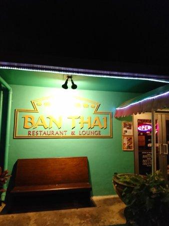 バーン タイ, 入口の看板