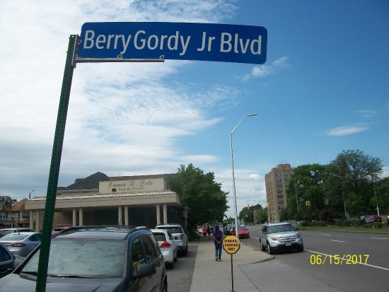 The Motown Museum is located on Grand Blvd-The area in front of the museum is Berry Gordy Jr. Bl