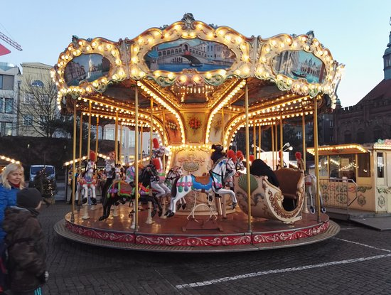 gdansk joulu 2018 Joulumarkkinoilla karuselli   Picture of Old Town, Gdansk  gdansk joulu 2018