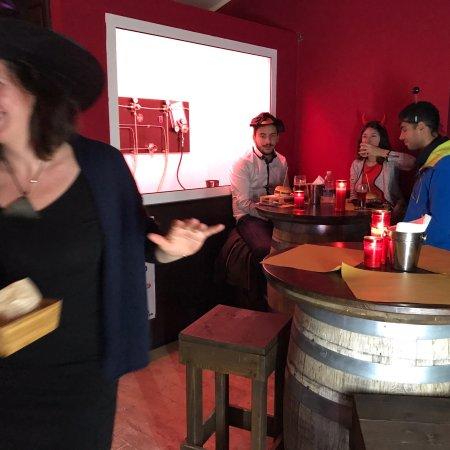 Red Pub: photo2.jpg