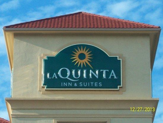 La Quinta Inn & Suites Cedar Hill: The Hotel Sign