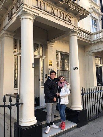 โรงแรมเบลดส์: L'entrée de l'hôtel très classe !