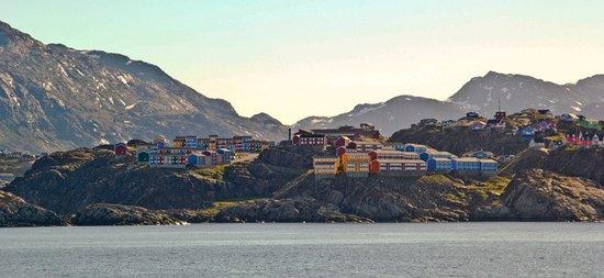 Sisimiut, جرينلاند: Sisimiut from the sea