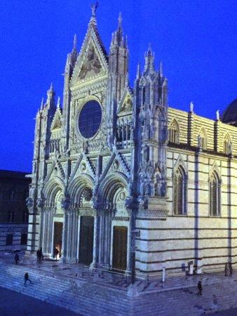 Serre di Rapolano, Italien: Siena is located 15 miles away from Rapolano thermal baths.